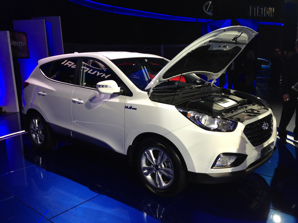 Hyundai tucson fuel cell vehicles arrive in southern for Motor vehicle department tucson
